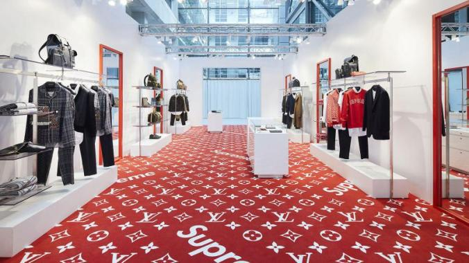 louis-vuitton-find-a-store-gb-louis-vuitton-x-supreme-pop-up-london-Stfi_Louis_Vuitton_Supreme_PopUp_London_3_DI3